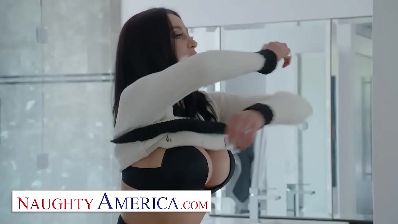 Executioner darling with rich bends Audrey Bitoni charms with her abilities