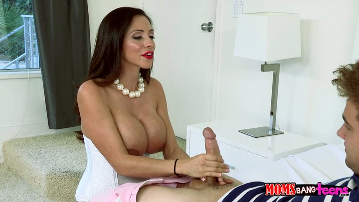 Colombian cougar with beast boobs Ariella Ferrera creates some serious trouble for of a penis massage