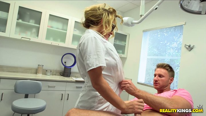 Wild fast in and out with well endowed MILF nurture Corinna Blake at the emergency clinic