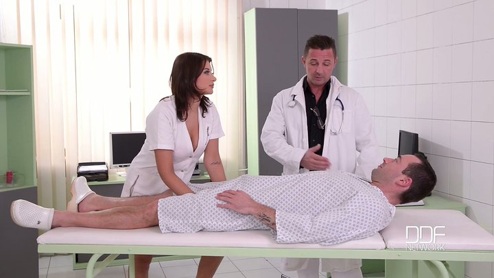Quiet and horny doc twofold infiltrate stunning Russian attendant Anna Polina