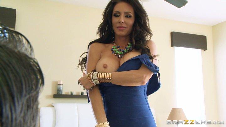Mamma sexy Jessica Jaymes che lecca la sua dolce figa