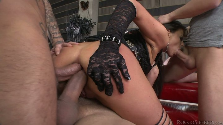 Boundless butt face of Euro prostitute Simony Diamond can fit two tremendous roosters