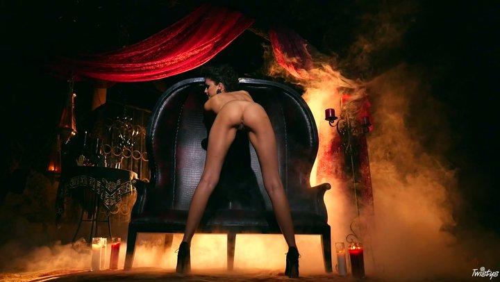 Dim ruler Ariana Marie in dazzling striptease solo