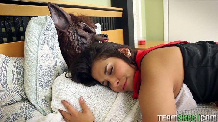 Capuchinho vermelho quente Penny Nichols é porco por lobo cinzento