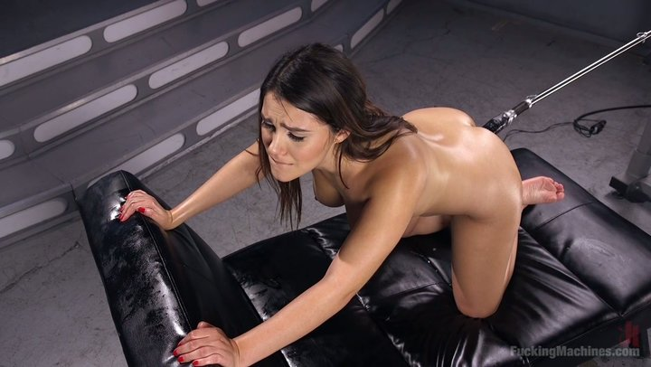 Stunner from Italy Valentina Nappi is boned by screwing machine