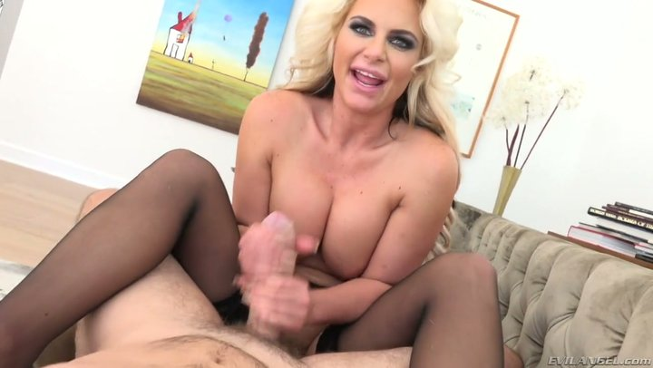 MILF with a phat ass Phoenix Marie does butt-centric in POV
