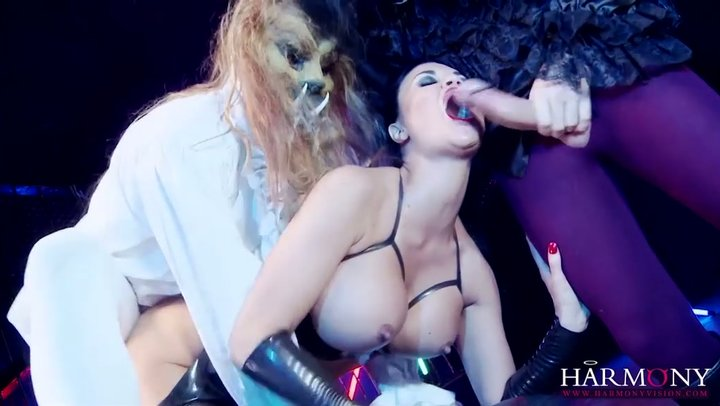 Full-bodied lady Jasmine Jae is double joined by her wild monsters