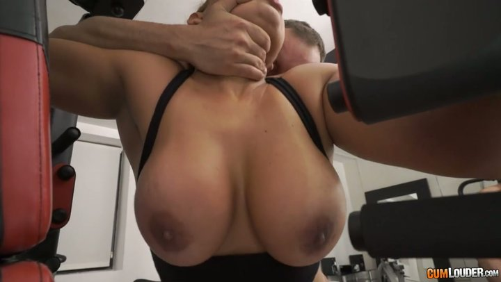 Indecent Latina MILF with thick goods Perla Berne gets ass screwed in GYM